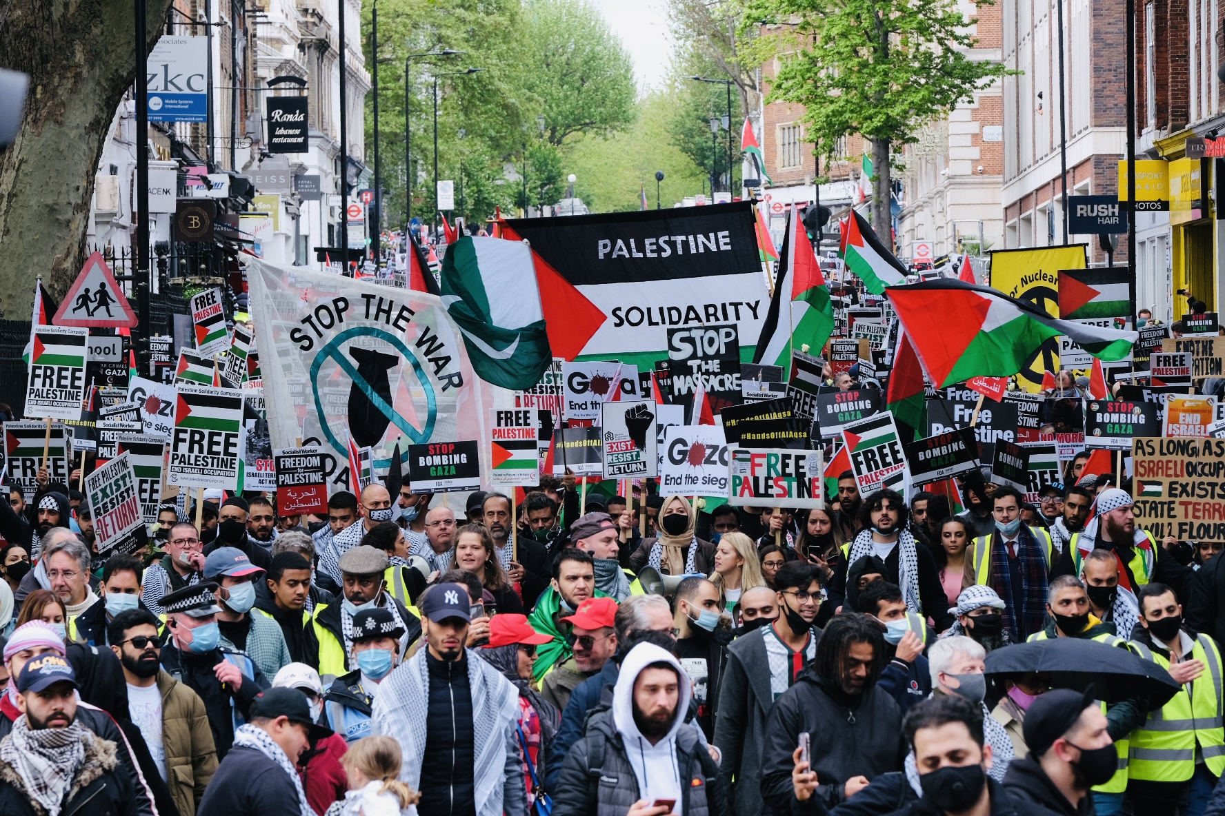 Report: 100,000 protesters take to streets of London in support of Palestine